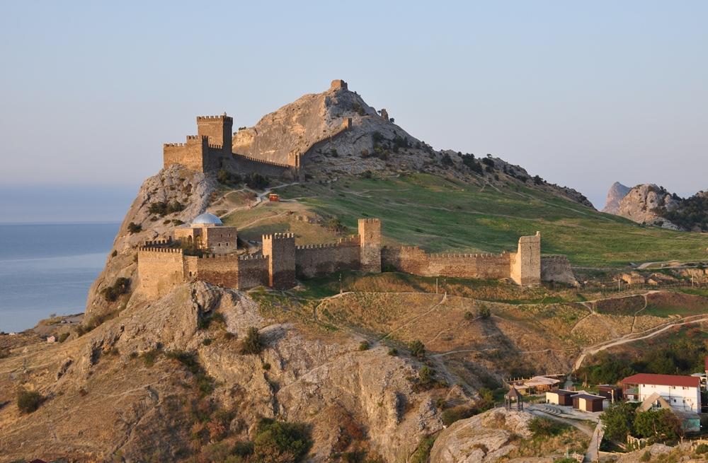 Генуэзская крепость (1 фото)