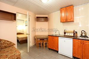 Кухня в номере на 4х человек в Гостевом доме Крымский кораблик.