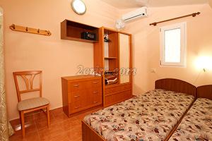 Номер на 3х человек (комната) в Гостевом доме Крымский кораблик в Орджоникидзе.