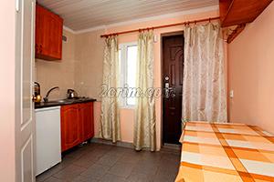 Номер с балконом на 3х человек (кухня) в Гостевом доме Крымский кораблик.
