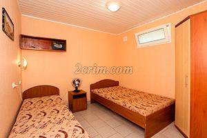2-й комплекс на 4х человек (комната-кухня) в Гостевом доме Крымский кораблик.