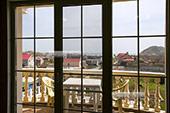Вид на балкон из зала на 4м этаже.