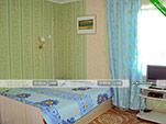 Кухня в двухместном номере на первом этаже - коттедж на Морской 10 в Орджоникидзе
