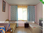 Трехместный номер на первом этаже - коттедж на Морской 10 в Орджоникидзе